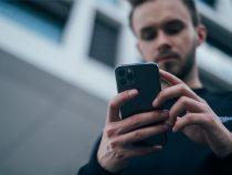 Persoana cu Telefon Mobil